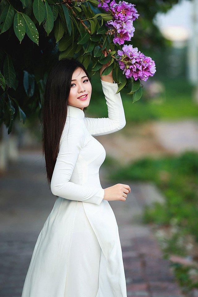 lac-buoc-vi-mai-ngam-le-song-ngan-dep-tinh-khoi-voi-ao-dai-trang (6)