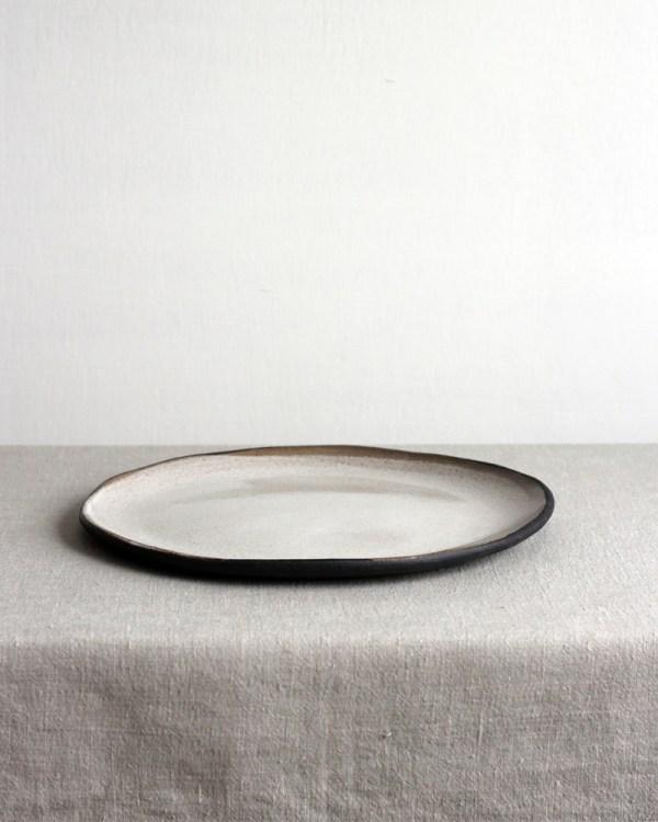Käsintehty lautanen
