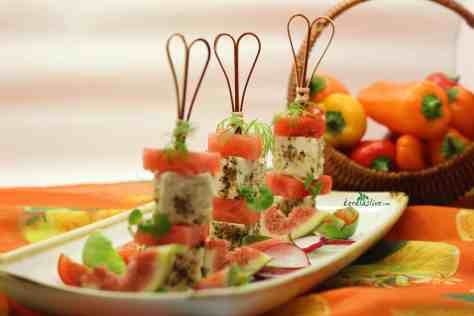 The salty-sweet combination of watermelon and feta is exquisite. Spongy watermelon and feta cheese scented with garam masala – what more could you ask for..