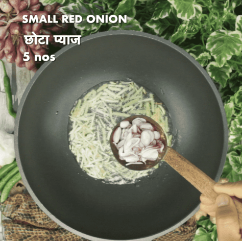 Add 5 numbers of sliced small onions
