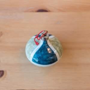 Weihnachtskugel aus der Keramikkiste