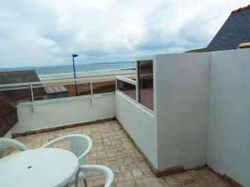 Appartement-7- Terrasse vue sur la mer et la plage de Kervel, finistere