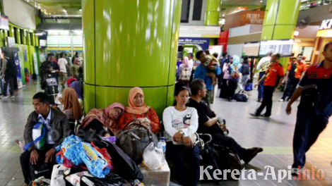 Pasca Demo Stasiun Gambir Normal