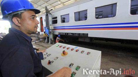 Perawatan Kereta Api Jelang untuk Lebaran 2017 - nasional.news.viva.co.id