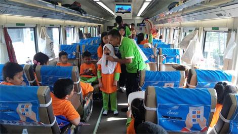 KAI Daop 8 Surabaya gelar Edutrain Goes To Malang yang melibatkan ratusan siswa Sekolah Dasar di Kota Surabaya