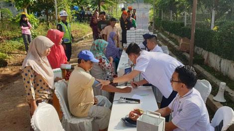 Bakti Sosial berupa Pengobatan Gratis Rail Clinic - www.lampost.co