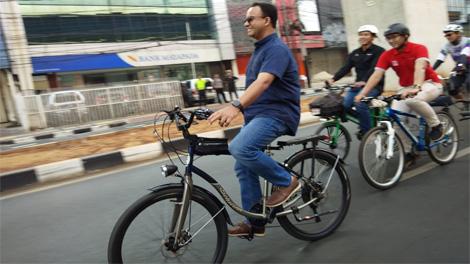 Gubernur DKI Jakarta, Anies Baswedan melakukan ujicoba jalur sepeda fase 2