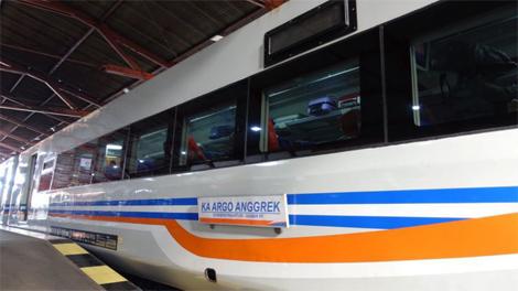 KA Argo Bromo Anggrek Singgah di Stasiun Pekalongan