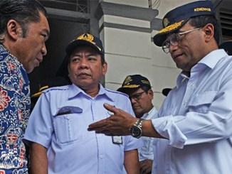 Menteri Perhubungan Budi Karya Sumadi akan mempercepat kereta api Jakarta-Merak