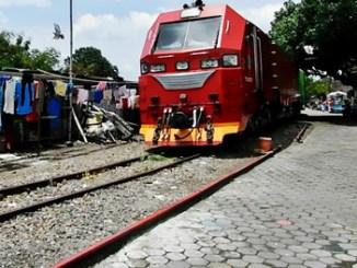 Kereta Api Luar Biasa - (YouTube: Dhannie Setiawan)