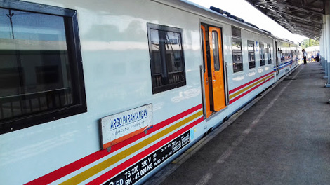 Kereta Api Argo Parahyangan - www.arumsilviani.com