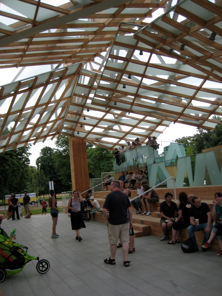 Gehry pavilion and the Serpentine Gallery  (2/6)