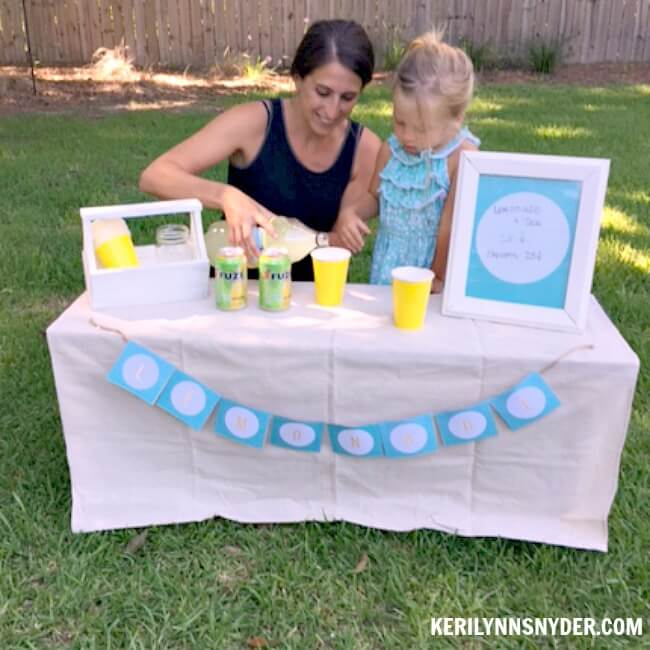 The best tips to help you host a lemonade stand as a family.
