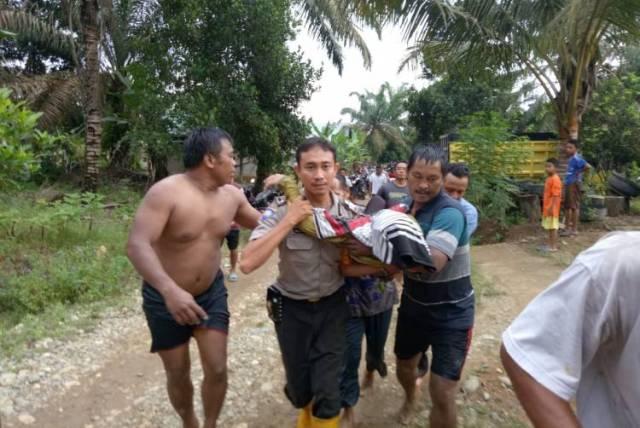 Photo of 3 Siswi SMK Merangin Hanyut di Sungai, Dua Meninggal