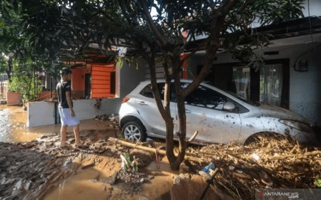 Photo of Banjir Bandung, 3 Orang Tewas Puluhan Rumah dan Kendaraan Rusak