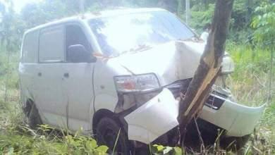 Photo of Mobil Tabrak Pohon Karet di Tembesi, Saat Orang Lagi Shalat Jum'at