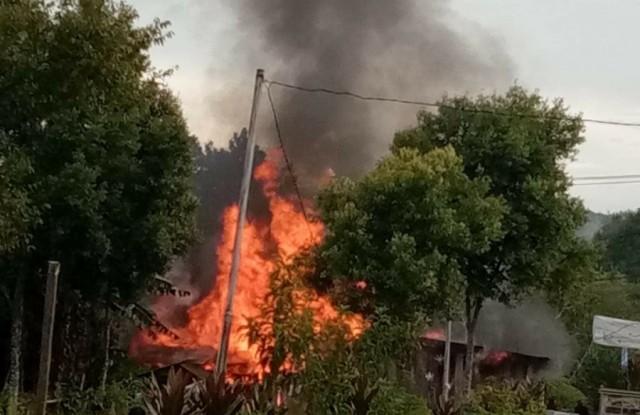 Photo of Kebakaran di Merangin, Satu Unit Rumah Hangus Dilalap Api