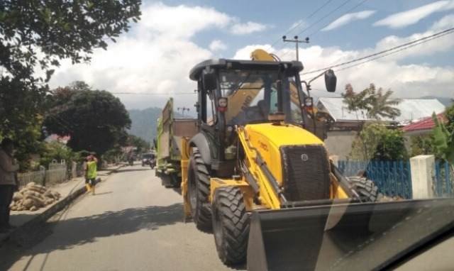 Photo of Penggunaan Alat Berat Bantuan Provinsi Disoal