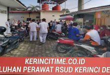 Photo of Diduga Penanganan Pasien Corona Asal-Asalan Puluhan Perawat RSU MHAT Demo