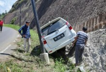 Photo of Avanza Putih Bawa Rombongan Bawaslu Provinsi Jambi Kecelakaan di Muara Imat