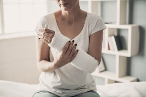 A female with broken arm due to a malpractice committed by her surgeon in Milwaukee.