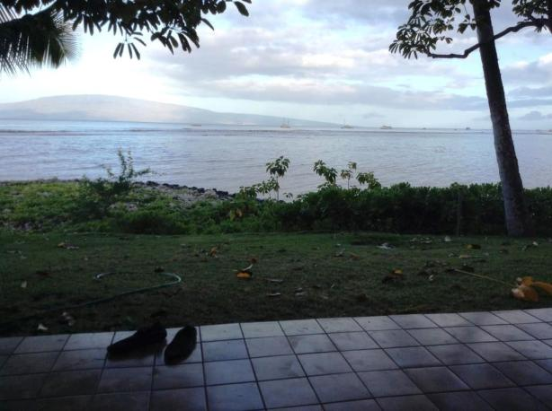 Chickenbone's picture from 'the lanai' in Hawaii. Did you see where I am? Not there.