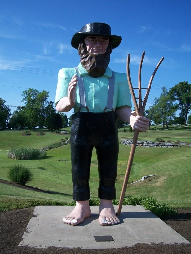 Big Amos, barefoot Amish giant statue.