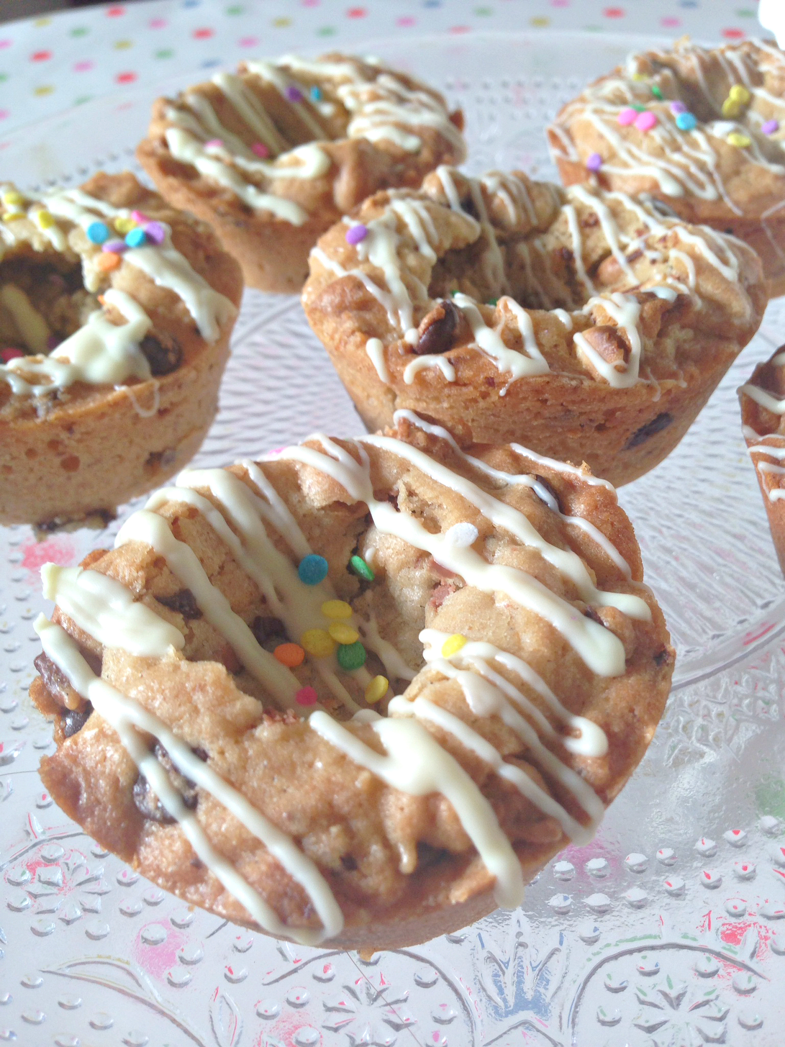 Chocolate Chip Cookie Cupcakes - delicious cookie bites with a crispy edge and cookie dough centre!