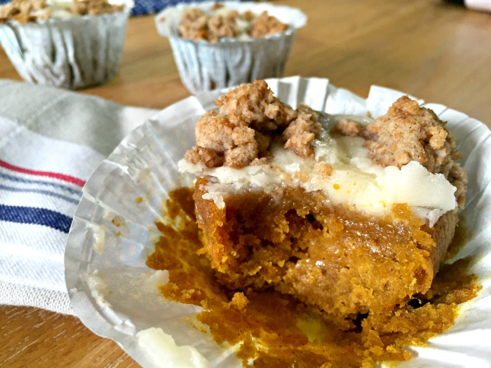 Easy and moist Pumpkin Spice Crumble Muffins Recipe - with a cheesecake filling and cinnamon streusal topping. The ultimate bake for autumn!
