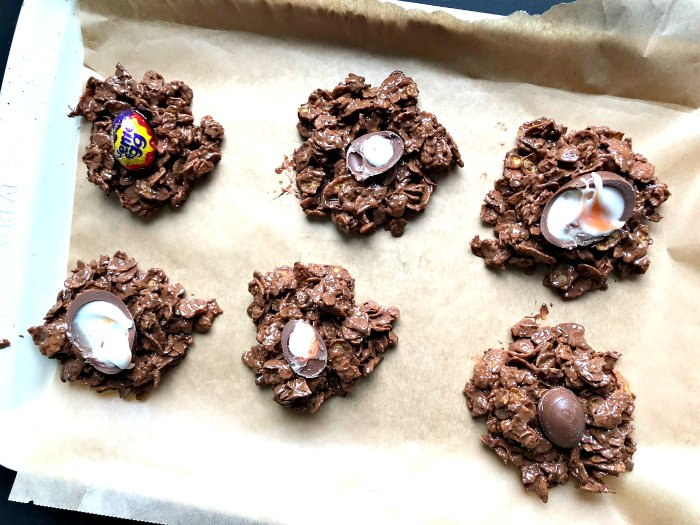 Crunchy chocolatey Creme Egg Cornflake Cakes .... a great no-bake Easter treat!