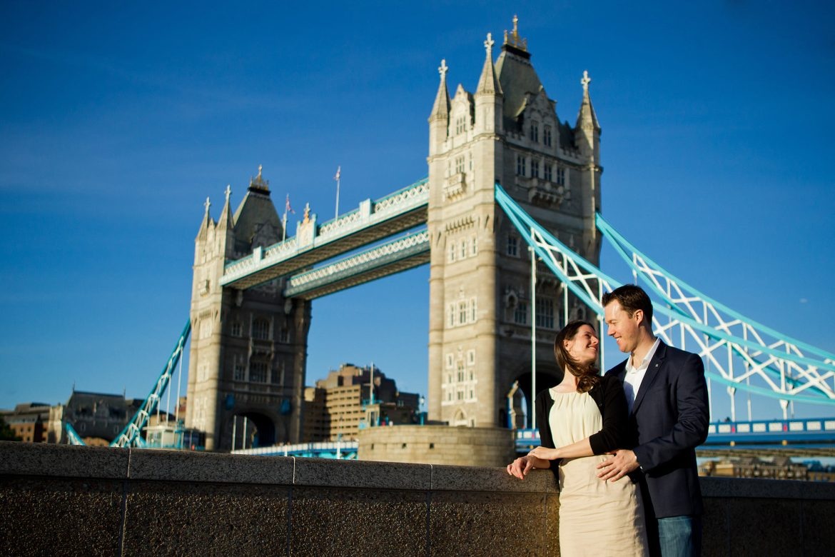 tower bridge engagement photos