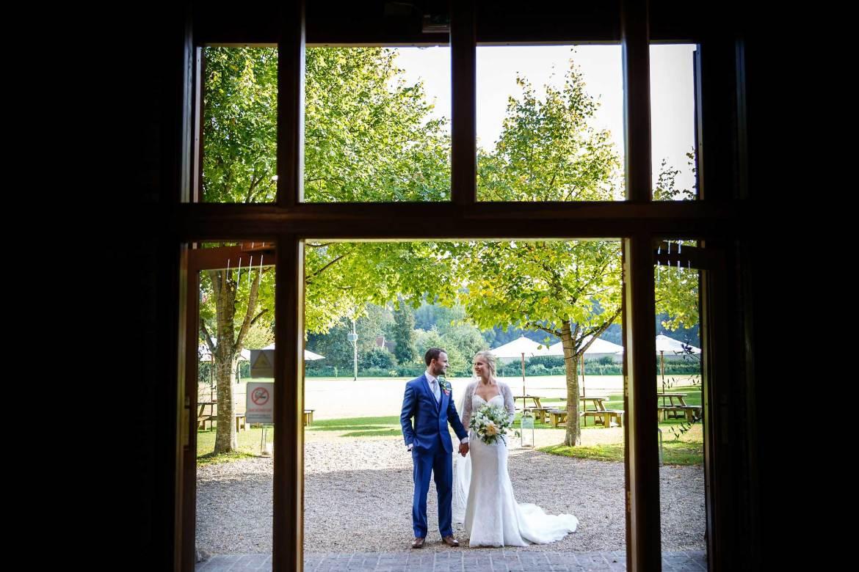 hampshire wedding photographer tithe barn