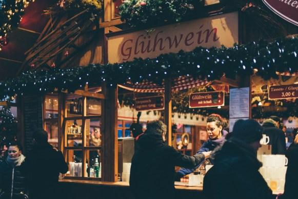 Food_Gluehwein_Christmas_Weihnachtsmarkt_Alexanderplatz_Rotes Rathaus_Kerstin Musl_030