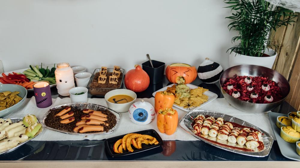 Ein gruseliges, leckeres Halloween Buffet für Freunde