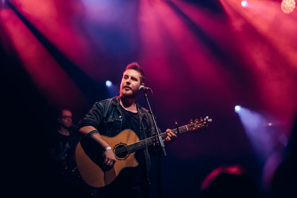 Simon Lewis präsentiert sein Debütalbum im WUK und das Publikum schmilzt dahin
