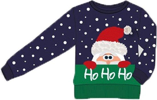 """Blauw kinder kersttrui met groene onderzijde en tricot manchetten aan de hals, mouwen en taille. De kersttrui is versierd met witte stippen, een print van de kerstman en de test """"ho ho ho""""."""