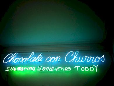 chocolate con churros toddy neon