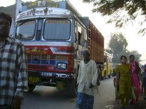 varanasi-india-asia-varanes-street-photography-kersz-16