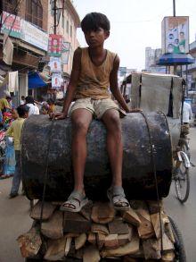 varanasi-india-asia-varanes-street-photography-kersz-55