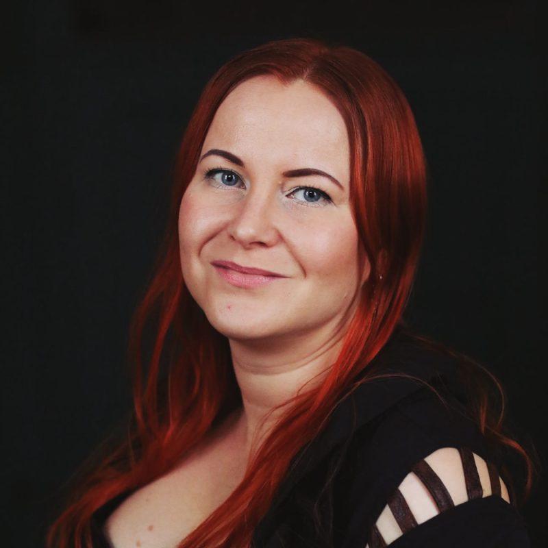 Kirjailija Mia Myllymäki