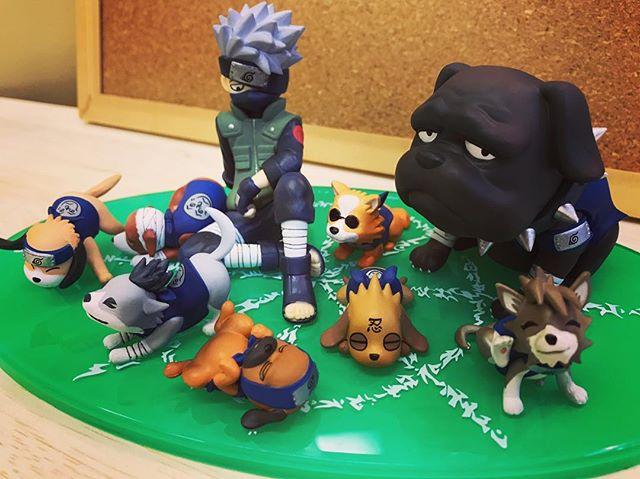 カカシと八忍犬のフィギュア