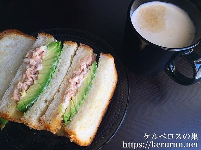 アボカドとツナのサンドイッチ