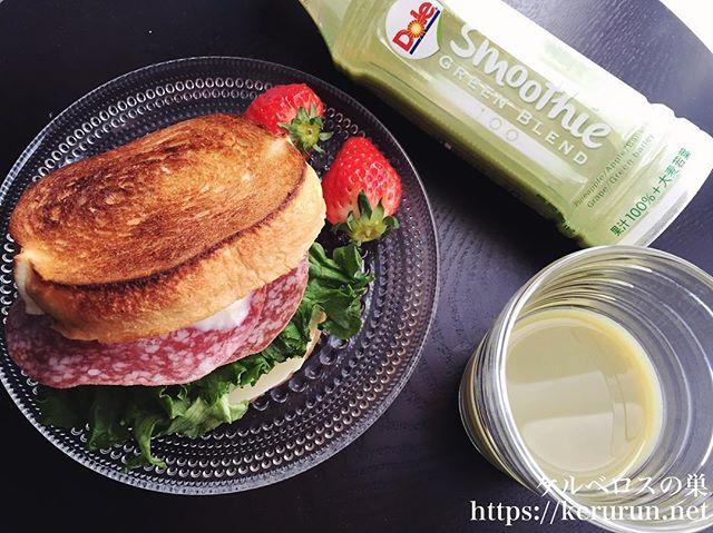 ラウンドパンのサンドイッチで朝ごはん