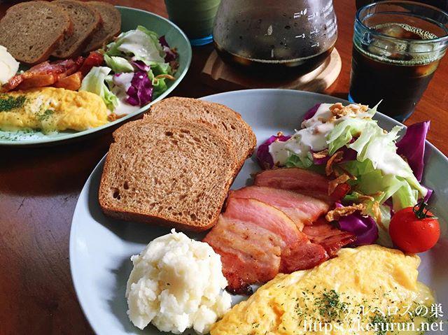 休日のお昼ご飯。リベルテのパンでワンプレート