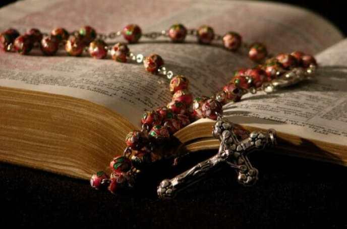 biblia y rosario