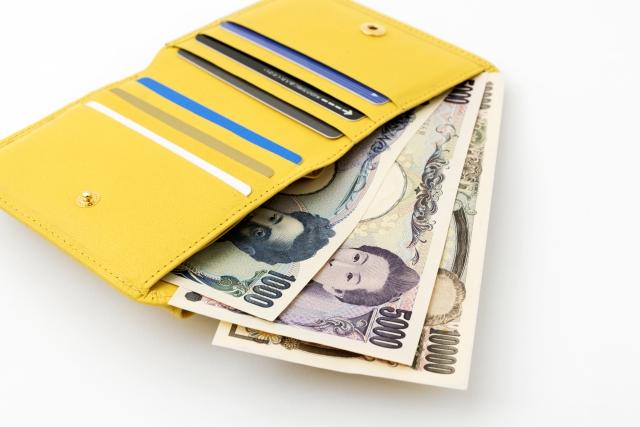 黄色い財布を持つと、お金持ちになれるって話……