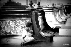 beggar-woman-yogyia-java
