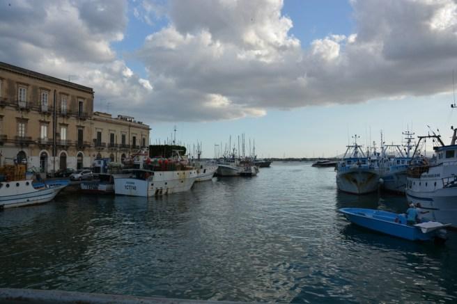 port d'Ortigia à la tombée du jour