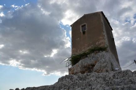 """""""balcon"""" à elle seule cette tour du Teatro Greco avec vue sur Ortigia"""