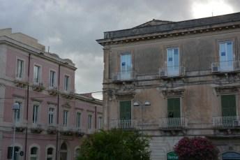 à l'entrée d'Ortigia